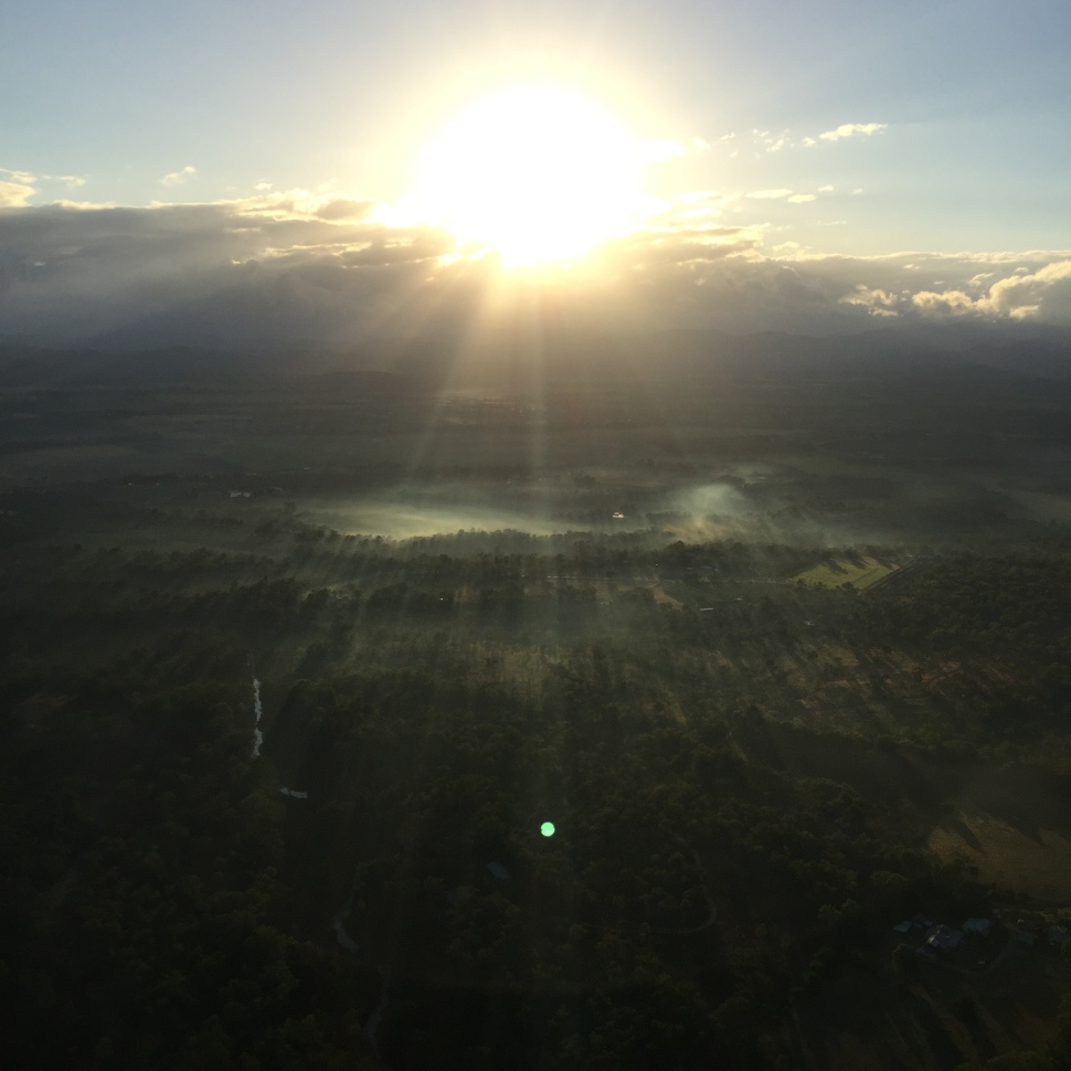 sunrise over the atherton tablelands in cairns hot air balloon
