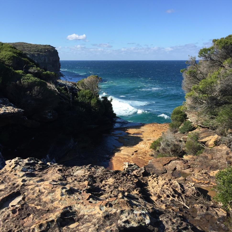 Otford to Bundeena ocean and rock