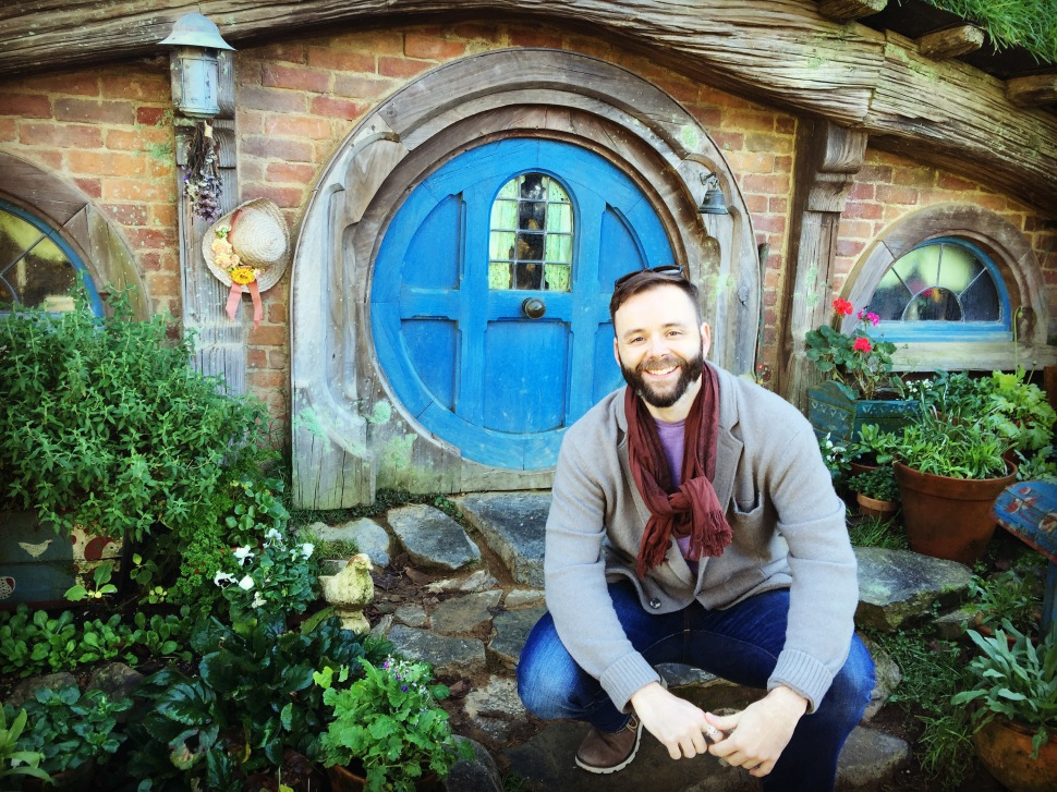 me in front of hobbit hole hobbiton nz
